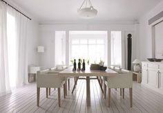 Une salle à manger d'été structurée grâce à ses fauteuils bridge opalins - 10 salles à manger d'été craquantes - CôtéMaison.fr