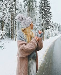 Welcome to Oliver and Moose. - Baby, It's Cold Outside - Winter Snow Pictures, Cute Pictures, Winter Photography, Photography Poses, Mode Au Ski, Snow Outfit, Foto Casual, Winter Fits, Modern Disney