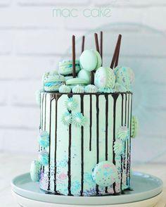 Macaron Green Drip Cake
