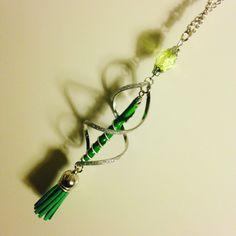 Diamantes de imitación collar y nespresso verde