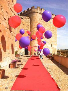 Ceremonia civil con globos en la Torre del Homenaje