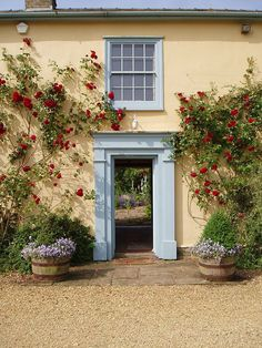 South Farm wedding venue in Hertfordshire has beautiful gardens for summer weddings