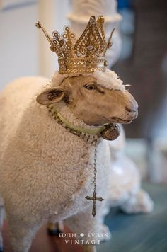 Huge sheep statue, German-style pull toy with crown Antique Toys, Vintage Toys, White Christmas, Vintage Christmas, French Christmas, Wooly Bully, Sheep And Lamb, Counting Sheep, Pull Toy