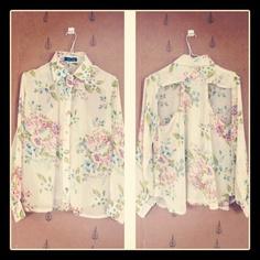 ¡2da colección! Blusa de chiffon floreado con escote en la espalda y botones dorados. $30 http://instagr.am/p/RNScD7MPbY/