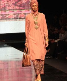 Model batik pesta muslim