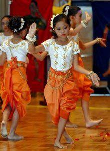 Khmer girls dancing - Cambodia