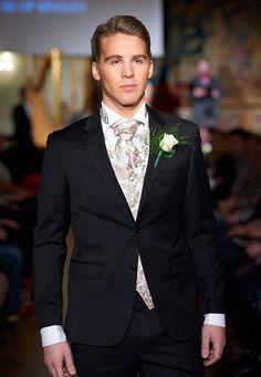 Brudehuset - Sjuls Design Suit from Nordavind News Design, Wedding Gowns, Groom, Suit Jacket, Breast, Suits, Jackets, Wedding Ideas, Fashion