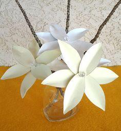 Flores de latinhas de alumínio para arranjos e projetos de artesanato