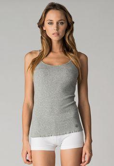 Dimensione Danza  Woman Arabella Melange Gray Top    79,90 лв.  37,90 лв.    Описание на продукта:  Сив топ с характеристики:  - тънки презрамки  - къдрав подгъв.     Състав:  100% памук     Код на продукта:  F-4-959-01-M-2321-A766