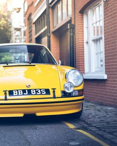 Its just cool isnt it. Gonna look for some yellow spotlight covers. #911sm #london #signalyellow #porsche (My #nc500 vid up on YouTube)