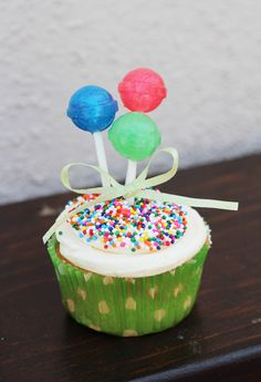 This is so neat.. I'm using dum dums at my daughters Birthday party!