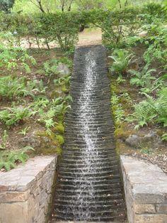 Fontaine dans les jardins de l'imaginaire à Terrasson