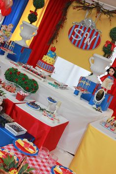 Absolutely adorable and amazing modern take on a Snow White party! Snow White Birthday, 2nd Birthday Parties, Birthday Ideas, Disney Princess Party, Minion Party, Party Activities, Party Planning, First Birthdays, Party Time