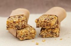 candy bar: What's the difference Granola granola vs flapjack Tray Bake Recipes, Gourmet Recipes, Baking Recipes, Snacks Saludables, Nutrition Bars, Granola Nutrition, Breakfast Bars, Breakfast Recipes, Gluten Free Breakfasts