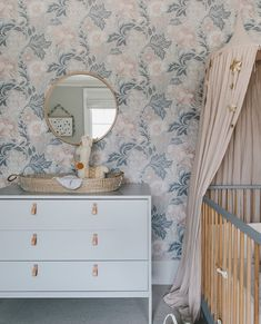 """Georgie Ludlow on Instagram: """"So pretty, with two of our favourite nursery finishing touches - a canopy and the Reva changing basket. Thank you @roomtobloom"""" Interior Design Blogs, Baby Nursery Themes, Baby Nursery Neutral, Neutral Nurseries, Yellow Nursery, Toddler Rooms, Kids Room Design, Nursery Design, Girl Room"""