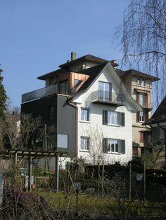 Der Anbau wurde in Elementen vorgefertigt und geschossübergreifend an die bestehenden Räume angepasst.