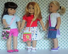 Free Pattern: Hip Zip Bags for American Girl Dolls Makes a great stocking stuffer or add it to an outfit that is made for a gift. So fast and easy to make! Sewing Doll Clothes, Sewing Dolls, Girl Doll Clothes, Girl Dolls, Ag Dolls, Bags Sewing, American Girl Crafts, American Doll Clothes, American Dolls