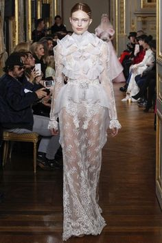 View the full Francesco Scognamiglio Spring 2017 couture collection.