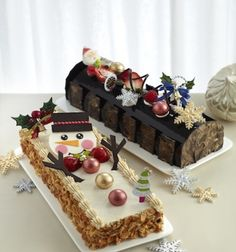 25 best log cakes and desserts for Christmas 2014 Christmas Log Cake, Christmas Themed Cake, Christmas Cake Decorations, Christmas Sweets, Christmas Cooking, Christmas Wedding, Cake Decorating Videos, Cake Decorating Techniques, Jelly Roll Cake