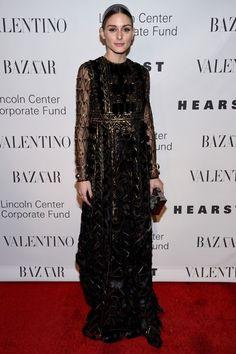 Olivia Palermo impacta en un vestido negro con transparencias