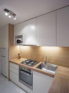 Cum a fost renovata o bucatarie lunga si ingusta - foto inainte si dupa- Inspiratie in amenajarea casei - www. Kitchen Room Design, Kitchen Cabinet Design, Modern Kitchen Design, Home Decor Kitchen, Interior Design Kitchen, Home Kitchens, Kitchen Cabinets, Bar Kitchen, Cuisines Design