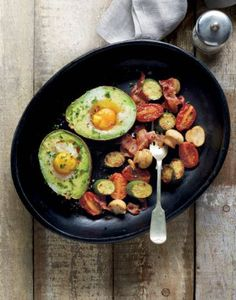 Make breakfast amazing with this avocado eggs recipe. REPIN if you think this looks delicious!