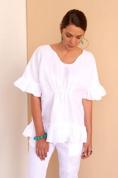 From the city to the shores, you will look effortless in our gathered white linen frilled blouse. Fácil Blanco is proudly designed and tailored in Dubai from Italian linen. Shift Dress Outfit, Dress Outfits, Fashion Outfits, Prom Dresses, Women's Fashion, Frill Blouse, Classic White Shirt, White Shift Dresses, Quoi Porter