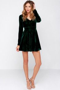 If you don't believe in love at first sight, you clearly haven't seen the Lovestruck Encounter Dark Green Velvet Dress! This velvety smooth dark green dress has a V-neckline topping its darted, long sleeve bodice above a flattering fitted waist. A flared skirt gathers at the waist, for that skater look that you've loved so much before. Hidden back zipper/clasp. Bodice is lined. 100% Polyester. Hand Wash Cold.