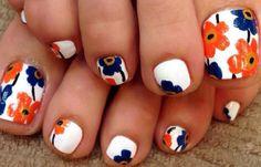 Diseños para uñas de los pies, diseño para uñas delos pies naranja.   #uñasdemoda #acrylicnails #uñasconbrillos
