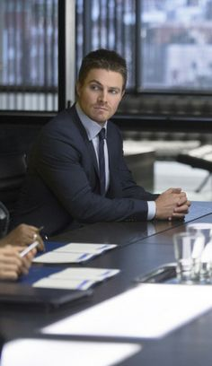 Arrow - the Scientist -  Stephen Amell as Oliver Queen