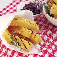 Receta para hacer palitos de polenta al grill, crujientes por fuera, super tiernos y jugosos por dentro. Muy fácil y con muy pocos ingredientes.