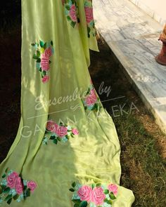 Hand Painted Dress, Painted Clothes, Dress Painting, Fabric Painting, Fabric Paint Designs, Punjabi Suits, Art Studios, Diy Design, Knowledge