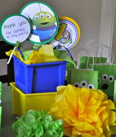 Toy Story party ideas, DIY party decorations for a fun Toy Story birthday party via @frostedevents