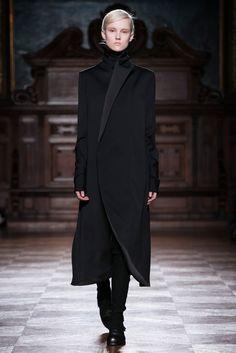 Aganovich Fall 2014 Ready-to-Wear Collection Photos - Vogue Minimal Fashion, High Fashion, Winter Fashion, Fashion Black, Fashion Moda, Runway Fashion, Womens Fashion, Couture Fashion, Look 2018
