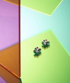 Navette-förmige Swarovski® Kristalle in farbenfroher Gestaltung  ein floralen Motiv, das wie ein Blumengarten wirkt zarte grüne Blätter und rosa Blüten in Form von funkelnden Kristallsteinen Form, Swarovski, Pink, Shopping, Jewelry, Floral Theme, Flowers Garden, Stud Earring, Fashion Jewelry
