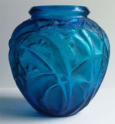 RENE LALIQUE SAUTERELLES IN ELECTRIC BLUE GLASS - AN EARLY EXAMPLE C1920