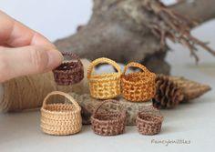 Miniature crochet basket with handle fairy garden от FancyKnittles