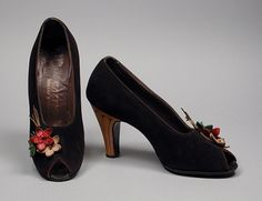 Pumps: Saks Fifth Avenue (United States, California, Los Angeles, founded 1924): ca. 1948, suede, leather, wood.  | LACMA Collections