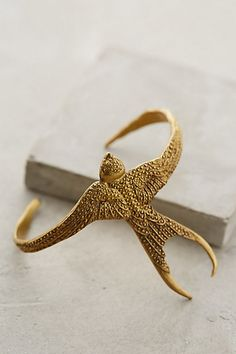 Golden Swallow Cuff from Anthropologie - Bracelets Jewelry Jewelry Box, Jewelry Accessories, Fashion Accessories, Fashion Jewelry, Bijoux Art Nouveau, Bijoux Diy, Mode Inspiration, Gifts For Wife, Piercings