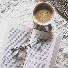 Boa tarde :) .  Credits to @iambiblioholic .  #bookstagram #bookgram #bookporn #bookphotography #bookphoto #bookaholic #bookworm #booklove #booklover #book #books #readingissexy