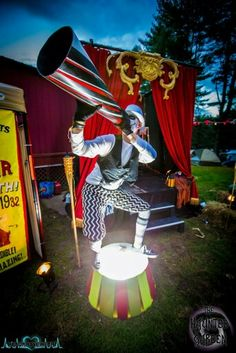 The Haunted Garden - The Night Circus at Nightmare Festival Freak Show Halloween, Halloween Camping, Halloween Circus, Halloween Haunted Houses, Outdoor Halloween, Halloween 2019, Spooky Halloween, Halloween Party, Haunted House Props
