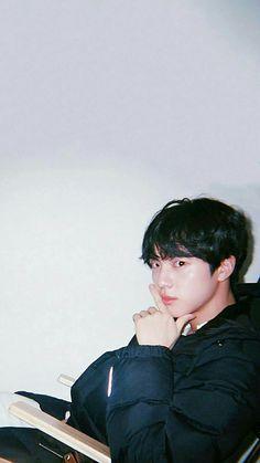 Seokjin, J Hope Smile, Bts Show, Korean Photo, Bts Polaroid, Bts 2018, Kim Jin, Bts Aesthetic Pictures, Worldwide Handsome