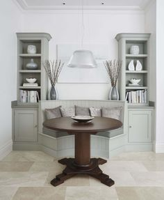 Tom Howley are experts in creating bespoke kitchen seating that looks stunning whilst making the most of the space in your luxury kitchen. Banquette Seating In Kitchen, Corner Seating, Kitchen Island With Seating, Kitchen Benches, Booth Seating In Kitchen, Dining Room Banquette, Grey Kitchen Designs, Floor Seating, Seating Plans