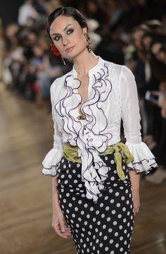 Pitusa Gasul y Aralba Verdu - We love flamenco 2015 Spanish Style Weddings, Carnival Outfits, Look Formal, Spanish Fashion, African Print Fashion, Dance Outfits, The Dress, Couture Fashion, Beautiful Dresses