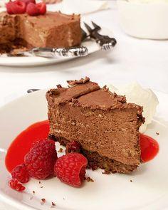 Puolukka-suolakinuskikakku on juuri sopivan makea — Gurmee.net Tiramisu, News, Ethnic Recipes, Desserts, Food, Tailgate Desserts, Deserts, Essen, Dessert