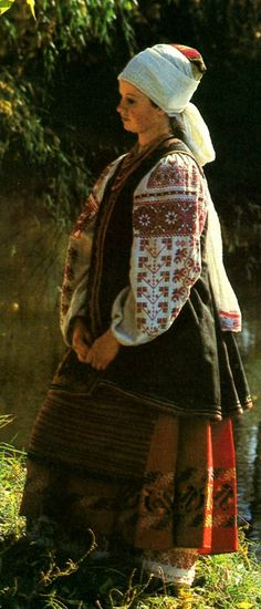 FolkCostume&Embroidery: Costume with Andarak, North Chernyhiw Province, Ukraine Ukrainian Beauty etno Traditional Dresses, Traditional Art, Folklore, Ukraine, Costumes Around The World, Ukrainian Art, Historical Clothing, Folk Clothing, Embroidery Fashion