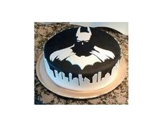 Batman cake - That's not just icing drizzled down around the sides... it's the city of Gotham. Wow!
