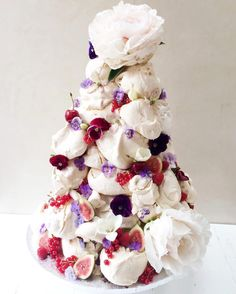 Morning! This was a meringue tower for a recent wedding - a pile of crisp meringue with pillow soft insides sealed together with tempered chocolate & finished with summer fruit & edible flowers - it was served with mixed berry coulis too. for the lovely Lauren of @deliciouslondon - congrats Lauren!