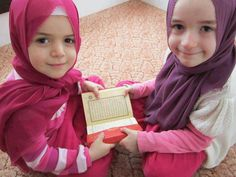 Proper Quranic reading etiquette is to observe modesty rules while reciting.
