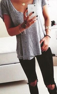 black skinny jeans and grey tee. Simple and cute.